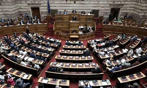 Κορονοϊός: Επανέρχονται τα αυξημένα μέτρα προστασίας στη Βουλή
