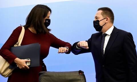 Κορονοϊός - Σχολεία:Πότε ανοίγουν -Ποιοι και πώς θα φορούν μάσκα -Τι ισχύει για απουσίες,διαλείμματα