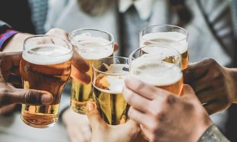 Είδηση που τρομάζει: Αλλάζει η γεύση της μπίρας!