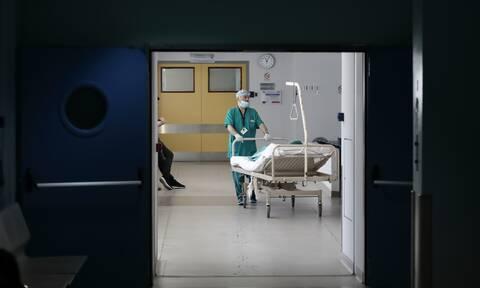 Κορονοϊός: Ανησυχία για ασθενείς που επαναμολύνθηκαν - Συναγερμός για τα κρούσματα στην Ελλάδα