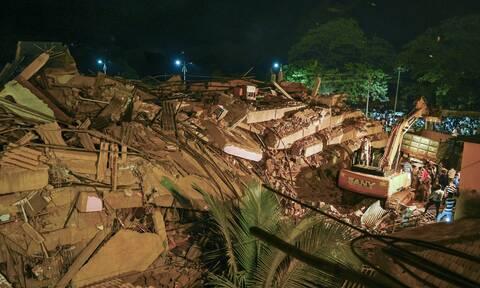 Κατάρρευση πολυκατοικίας στην Ινδία: Συνεχίζονται οι έρευνες για επιζώντες στα ερείπια