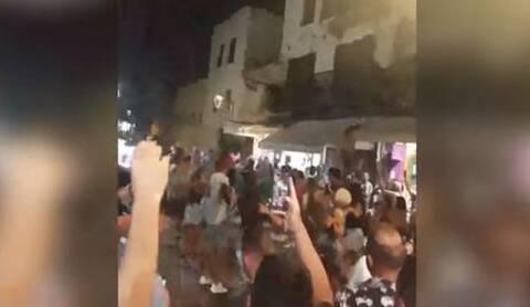 Κορονοϊός: Από την 1η μέρα «έσπασαν» τα περιοριστικά μέτρα στα Χανιά - Χόρευαν στους δρόμους