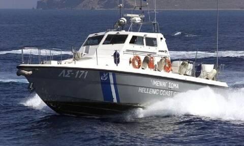 Κρήτη: Δραματική διάσωση άνδρα στη θάλασσα -  Το κάνο του έβαζε νερά (vid)