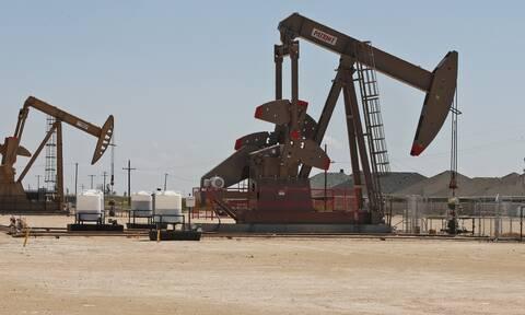 Μεικτές τάσεις αλλά και ρεκόρ στη Wall Street - Σε υψηλό πέντε μηνών το πετρέλαιο