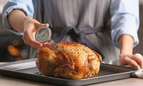 Πλένεις το κοτόπουλο πριν το μαγείρεμα; Μην το ξανακάνεις!