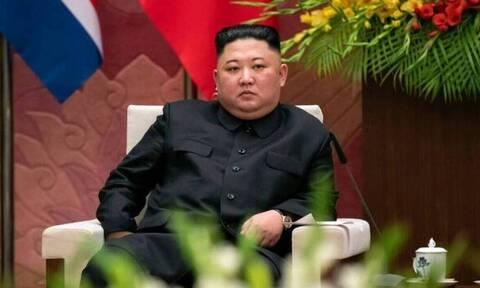 Κιμ Γιονγκ Ουν: Είναι ζωντανός! - Η αρχηγική εμφάνιση στο συμβούλιο κατά του κορονοϊού