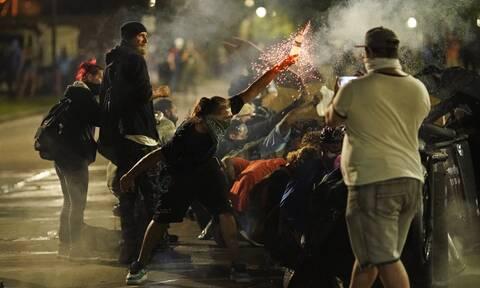 ΗΠΑ: Συνεχίζονται τα επεισόδια στο Ουισκόνσιν - Ένας νεκρός από πυροβολισμούς