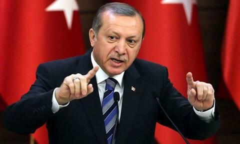 Αυτό είναι το προκλητικό βίντεο Ερντογάν: «Οι Έλληνες σφυρίζουν στο νεκροταφείο»