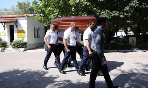 Γιάννης Πουλόπουλος: «Ράγισαν καρδιές» στο τελευταίο «αντίο» στον σπουδαίο τραγουδιστή