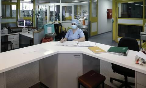 Κρήτη: Ασθενής άρχισε να κυνηγάει τους γιατρούς με μαχαίρι