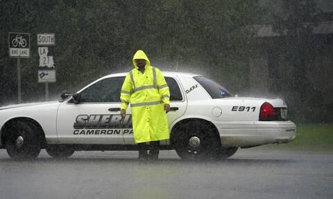 ΗΠΑ: Έφτασε στην Λουιζιάνα ο κυκλώνας Λόρα - Έχει ενισχυθεί στην κατηγορία 4 (vid)