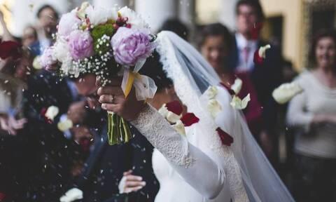 Χαμός σε γάμο: Γαμπρός μιλάει για το δύσκολο 2020 και αμέσως συμβαίνει κάτι τρομακτικό (pics - vid)