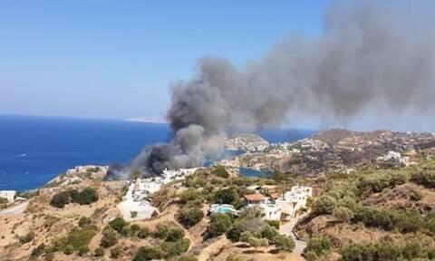 Φωτιά ΤΩΡΑ στην Αγία Πελαγία Ηρακλείου: Κοντά σε σπίτια και ξενοδοχεία οι φλόγες