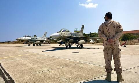 Tα μαχητικά αεροσκάφη των Ηνωμένων Αραβικών Εμιράτων στη Σούδα (photos)