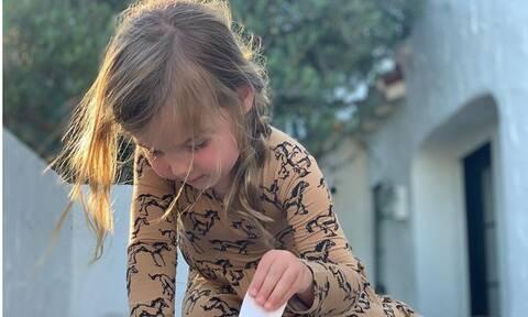 Τρίχρονη κόρη γνωστών ηθοποιών πιστεύει ότι είναι... έγκυος (vid)