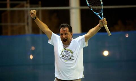 Ο Άδωνις Γεωργιάδης παίζει τένις και σαρώνει! (pics)