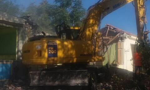 Χανιά: Εντυπωσιακή κατεδάφιση κτηρίου (video)