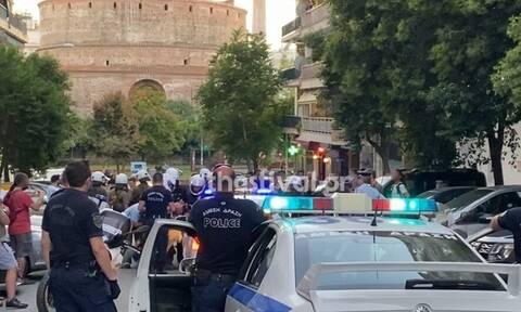 Θεσσαλονίκη: Κούρδοι διαδηλωτές έκαψαν αφίσα με το πρόσωπο του Ερντογάν