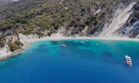 Είναι ίσως η ωραιότερη παραλία της Ελλάδας και έχει σίγουρα το πιο παράξενο όνομα... (video)
