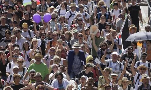Κορονοϊός: Διαδήλωση στο Βερολίνο από συνωμοσιολόγους ενάντια στα μέτρα περιορισμού