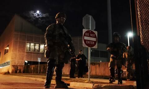 ΗΠΑ: «Ήταν σε αυτοάμυνα» ο 17χρονος που σκότωσε δύο διαδηλωτές, λέει ο δικηγόρος του