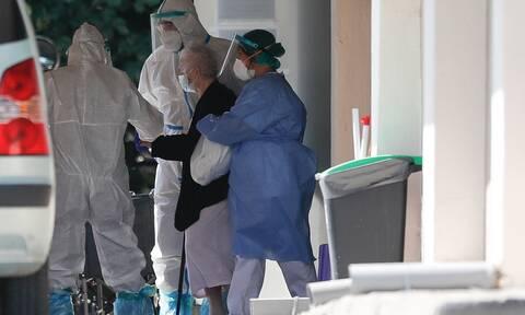 Κορονοϊός: Συναγερμός για τους θετικούς στον ιό που «σπάνε» την καραντίνα και αλωνίζουν την Ελλάδα