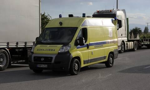 Φρικτό τροχαίο δυστύχημα στην Κόρινθο: Εκσφενδονίστηκε από το αυτοκίνητό του στο δρόμο