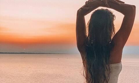 «Τρέλανε» την παραλία η αδερφή της Χριστίνας Μπόμπα (pics+vid)