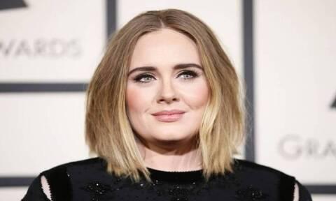 Adele: Άλλος άνθρωπος! Με μπικίνι και... φτερά στο κεφάλι - Τα αρνητικά σχόλια (pics)