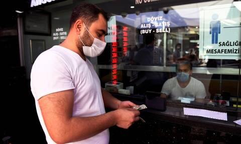 Κακά μαντάτα για Ερντογάν: Ένα βήμα πριν καταρρεύσει η τουρκική οικονομία