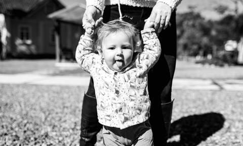 Ο κίνδυνος της περπατούρας και τα πρώτα βήματα του παιδιού