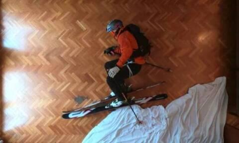 Κατέβηκε με σκι... τις σκάλες του σπιτιού και ιδού το αποτέλεσμα! (vid)