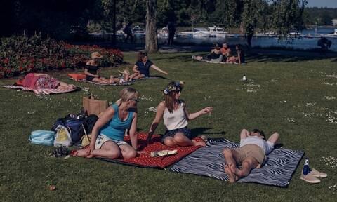 Κορονοϊός - Σουηδία: Μετά την ανοσία της αγέλης, τώρα λέει «όχι στις μάσκες»