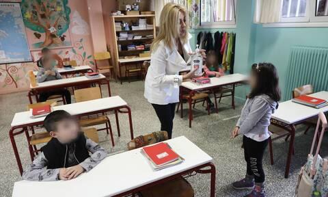 Άνοιγμα σχολείων: Γιατί η κυβέρνηση επιλέγει την 14η Σεπτεμβρίου – «Στοίχημα» η μάσκα
