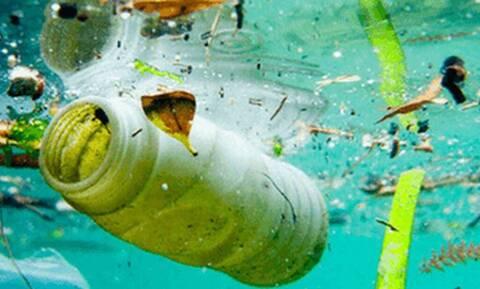 Αίσχος: Δείτε τι σκουπίδια έχουν πεταχτεί σε θάλασσες!