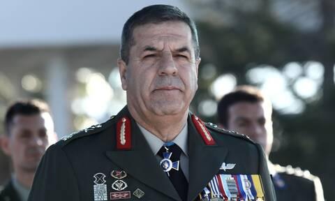 Στο 401 ΓΣΝ ο Αρχηγός ΓΕΣ – Επισκέφθηκε τους τραυματίες στρατιώτες