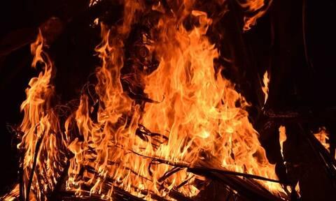Φρικτό έγκλημα: Νύφη έκαψε ζωντανά τα πεθερικά της επειδή την χώρισαν από τον άντρα της