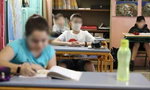 Σχολεία: Να στείλεις το παιδί με μάσκα; Ρώτα τον Έλληνα!