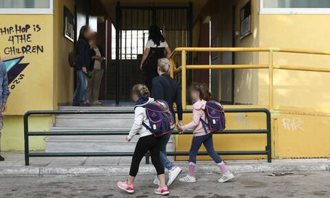 The days until the re-opening of schools are crucial, Zacharaki stresses