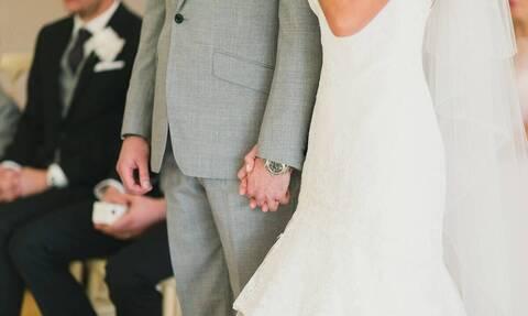 Πανικός σε γάμο. Ο γαμπρός διέκοψε την τελετή! «Πάγωσε» η νύφη... (vid)