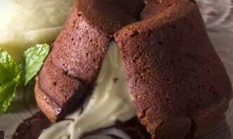 Moelleux: Ένα πεντανόστιμο γλυκό από τον Άκη Πετρετζίκη