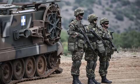 Ανατριχίλα! Έλληνες στρατιώτες ψάλουν τον Εθνικό Ύμνο κατά την αλλαγή φρουράς στο Καστελόριζο