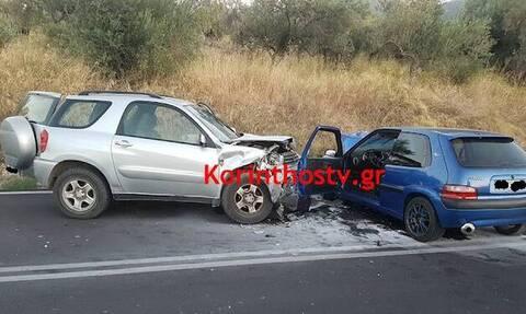 Τρομακτικό τροχαίο στην Κόρινθο: Μετωπική δύο αυτοκινήτων - Σκληρές εικόνες