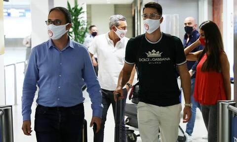 Ολυμπιακός: Έφτασε στην Ελλάδα ο Πέπε (photos)