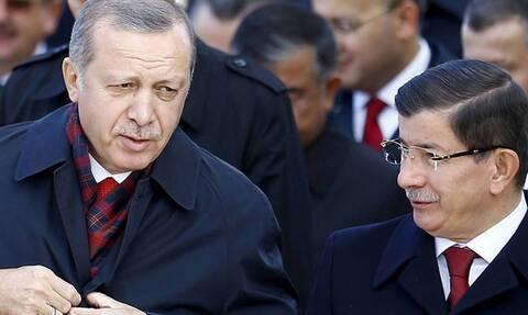 Ο Νταβούτογλου «ξεγυμνώνει» τον «σουλτάνο»: Ο Ερντογάν δεν θέλει διάλογο - Κίνδυνος πολέμου