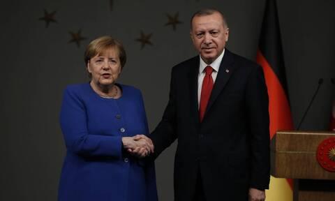 Επικοινωνία Μέρκελ - Ερντογάν για την Αν. Μεσόγειο: «Απαράδεκτο να υποστηρίζετε την Ελλάδα»