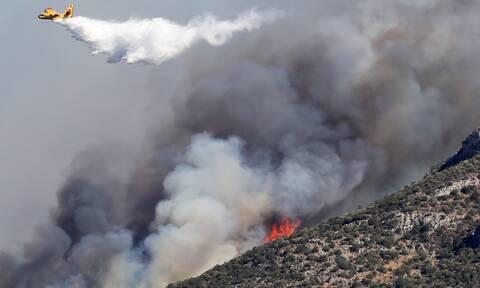 Κορινθία: Μαίνεται ανεξέλεγκτη η φωτιά - Εκκενώθηκαν οικισμοί - Καταγγελία για εμπρησμό