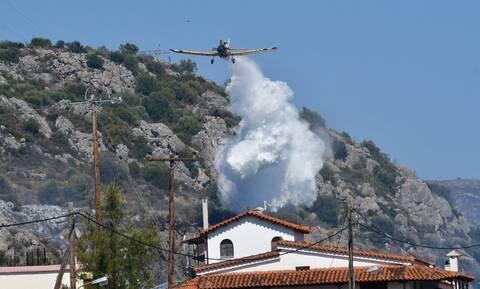 Κορινθία: «Υπό μερικό έλεγχο» η μεγάλη φωτιά - Εκκενώθηκαν οικισμοί (pics&vid)