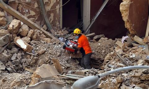 Βηρυτός: Με γυμνά χέρια ψάχνουν επιζώντες στα συντρίμμια κτηρίου