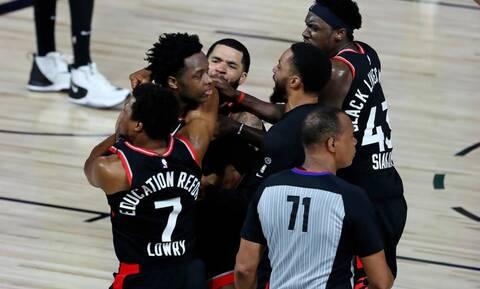 Αυτό είναι το σουτ της χρονιάς στο NBA - Δείτε το από όλες τις λήψεις